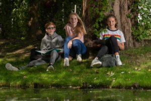 foto leerlingen in tuin Wolfert Dalton